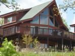 Beautiful Cedar Cabin right on Table Rock Lake