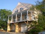 Lovely waterside 3 bedroom Cape Cod Home with WIFI