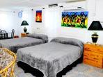 Studio Apartment  with en suite shower separate toilet  Wifi plus air con