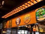 Birre alla spina nella birreria con cucina di famiglia Noe's che compie 30 anni nel 2017