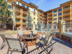 Sundial Lodge Patio w Fire-Pit / Outdoor Pool