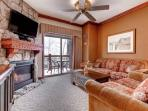 Queen Sleeper Sofa, HDTV w Cable. Free Wifi, Private Patio w Mountain Views