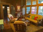 Livingroom & library