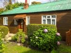 LLWYN ONN, pet friendly, country holiday cottage, with a garden in Nercwys, Ref