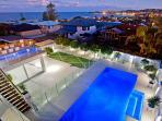 LIMELIGHT SLEEPING 16, Solar heated pool, Ocean views, 200m to Beach
