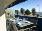 Terrasse façade mer coin repas / bar