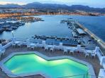 El Faro Cafeteria has its own pool and overlooks Puerto de Mazarron's Marina and coastline.