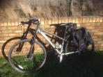 Hybrid bike you can use free of charge with pannier