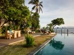 Perfect beach location, services & huge pool