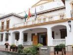 Ayuntamiento y oficia de turismo.