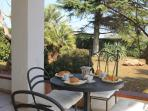 The trullo has a huge veranda, great for shade & relaxing.  Here you also find the  BBQ & pizza oven