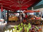 A 5 minutes à pied ,le marché aux épices et fruits et .....