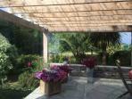 La terrasse couverte pour déjeuner par tous temps