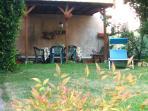 Patio in giardino con pergola