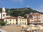 Spiaggia Marina Piccola a 800 metri