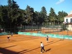 Tennis court in 5 minutes walking distance