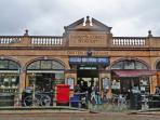 Goldhawk Road tube station (2 mins walk), Shepherds Bush (5 mins walk), Barons Court and Hammersmith
