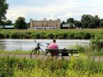 Beautiful evening walks and cycle rides nearby on the River Thames