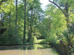 Le cours d'eau pour les balades en barque
