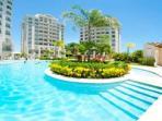 Spacious, modern look, 9th floor, huge pool, oceanview and poolview,