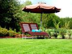 Relaxliege zum Entspannen und Wohlfühlen im Garten.