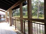Notre couloir d'accés, coté forêt qui est à 20 mètres et surtout sans aucun vis à vis