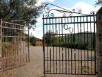 Einfahrtstor zu Ventena Vecchia Antico Frantoio - Main Entrance zu Ventena Vecchia Antico Frantoio