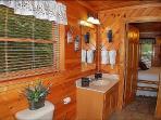 Upper Level Bathroom With Tub/Shower