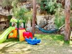 area giochi nel giardino del villaggio