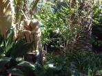 Lovers in the garden (stone sculpture)
