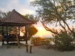 Beach cabana for Villa Sunset Beach guests