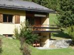 Expandable Studio (45 m2) with bath (bathtube), livingroom with table and 2 bed-sofas, sunterasse