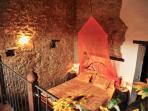 Schlafzimmer mit antikem Eisenbett - sleeping room of Girasole with antic, romatic iron bed