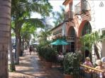 10 minutes to Santa Barbara downtown, shopping, wharf, harbor, the American Riviera!