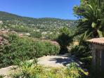 Vue de la chambre sur les collines de Cabris et du Tignet