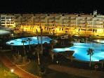 piscina a la noche