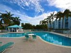 Spacious Condo w/ Huge Pool & Hot Tub. Close to The Beautiful Smathers Beach!