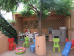 Patio privado ,solarium,columpios infantiles. Casa centrica,  nueva,  amplia, ideal para familias.