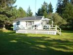Cottage #06,  3 bdrms  sleeps 6.  Free Park Pass, beach 5 min. walk 1 queen bed, 2 full double beds.