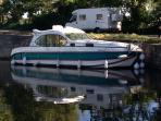 4 cabins housboat