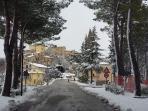 Un'immagine del viale davanti casa in..una giornata nevosa..