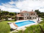 Beautiful Villa with enourmous pool and golf course!