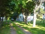 Cottage #05 sleeps 6.  Free Park Pass, 1 queen & 2 full double size beds.Beach, 5 min. walk.