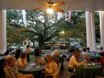 Cafes and restaurants on St Charles and Magazine Street
