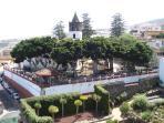 Plaza Andrés de Lorenzo Cáceres, Iglesia de San Marcos y Parque del Drago, todo ello a 2,5km