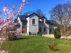 The Vandees is surrounded by greenery in a secluded and peaceful area.Belfast City is 30 min away.