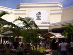 This picture shows The Plaza del Caribe Shopping mall.  This shopping mall is located nearby.
