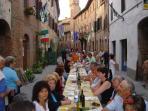 cena all'aperto a Buonconvento: il borgo a 2 km da casa nostra