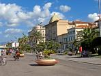 The famous pedestrian promenade, with over 12 km of bars, fashion shops and restaurants