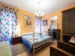 The Queen Bedroom Bed 1,60 wide